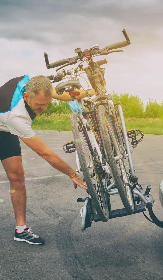 Mann Fahrradträger Montage Auto Sportkleidung